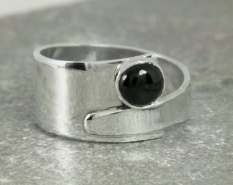 Onyx ring, Wide silver ring, wrap ring, crossover ring, blacks stone ring, sterling silver ring, overlapping ring, unique ring, modern ring