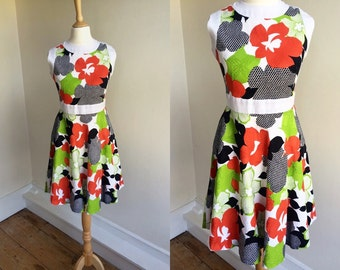 1960s Fit & Flare Dress with Flower Pattern * Size X-Small