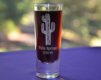 Southwestern Desert Themed Engraved Glass. Perfect Distination Party Gift. Choose from Kokopelli, Howling Wolf, Cactus, Lizard Design