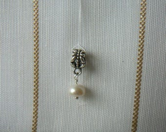 Bead charm white, mounted on silver plated bail