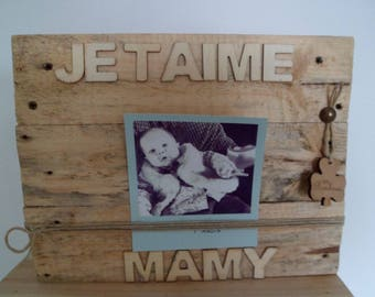 Wooden pallet frame clear tone and its good luck clover