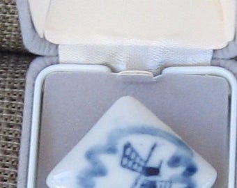 Blue & White Delft Style Windmill Brooch / Pin