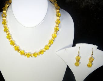 A Lovely Yellow Crystal and Cats Eye Bead Necklace and Earrings. (2017227)