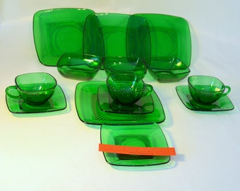 Vintage Emerald Glass Luncheon Piences Anchor Hocking