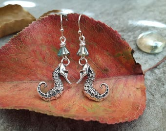 Silver Seahorse Earrings, 3D Seahorse Earrings, Antique Silver Earrings, Seahorse Aqua Green Earrings, Gift for her, Nature Inspired Jewelry