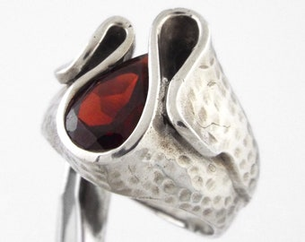 1970s Modernist Sterling Silver w/ Garnet Ring by A.T. - Size 9.5