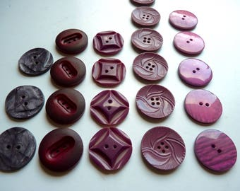 Different sets of 3, 4 or 5 large plastic buttons, red, Burgundy or plum, 2.7 cm diameter