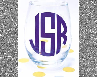 Circle Monogram. Stemless Wine Glasses. Personalized gifts. wedding party. roommate. gifts for her. house warming. bride Mrs. bridal party.