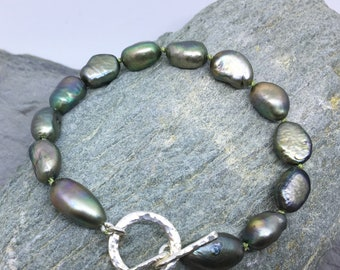Fresh water pearl bracelet / green pearl bracelet / pearls and silver bracelet / hand  knotted pearls