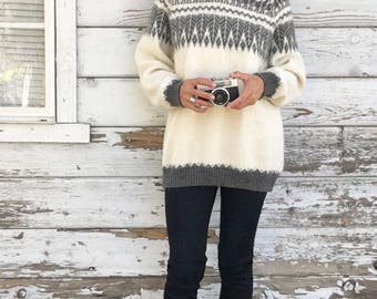 Vintage 90s wool knit sweater,alpaca,soft,fluffy,cozy,warm,lightweight,nordic,winter,fall,S,M,knitted,Christmas,grey,off white