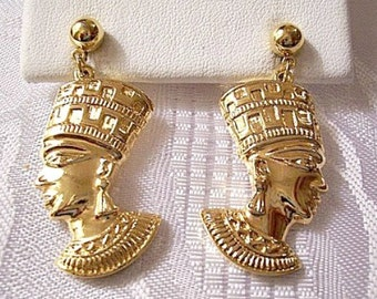Avon African Queen Nefertiti Pierced Post Stud Gold Tone Vintage Egyptian Revival Collection Round Domed Bead Long Detailed Dangles