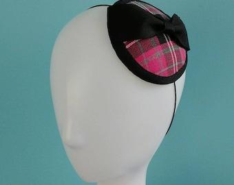 Vintage stylePink tartan fascinator with black petersham bow.
