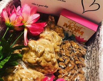 SOLDDD OUTTT*** Pecan Filled Mother's Day Gift Box/ Mother's Day Gift Set/ Love on Mom, Grandma, Aunt, Sister, Cousin, Friend, Co Workers