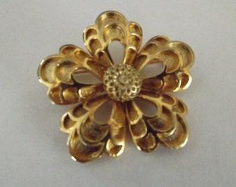 Vintage Gold Tone Flower Brooch, flower brooch, flower pin, gold flower, vintage pin, vintage jewelry, jewelry, pin, brooch