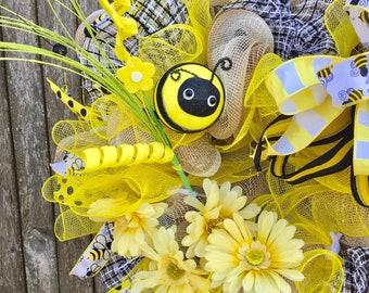 Bumble Bee Wreath, Bee Wreath, Summer Wreath, door wreath, Yellow wreath,  Spring wreath, front door wreath, Prettiest Wreath, bumble wreath