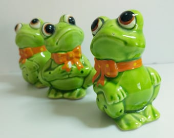 Cute Cheerful Green Frog Ceramic Figurines Set Giftcraft Lefton? 1980s Vibrant Spring Decor - 3 Inches