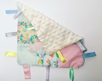 Baby taggy blanket