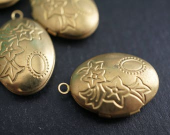 Oval Shape Locket with Trumpet Flowers and Sun Carvings  -16mm x 21mm - 4 pcs