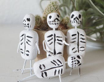 Mini Dia de los Muertos Figurine Mexican Inspired Miniature Day of the Dead Skeletons Mini Muertos Tiny Skeletons Halloween Decor Worry Doll
