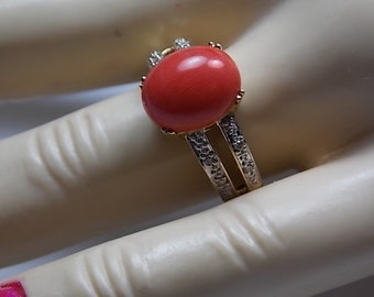 Coral and Diamond Ring Yellow Gold 14K 4.6gm Size 7.25