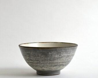 Kushime Kohiki Donburi - Brushmark  slip Kohiki rice bowl ; Fumika Miyake (13003116-3)