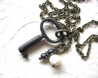 Skeleton Key, perle hématite charme brin Collier Necklace, Pierre de naissance bijoux en perle, bijoux de pierres précieuses, pendentif collier