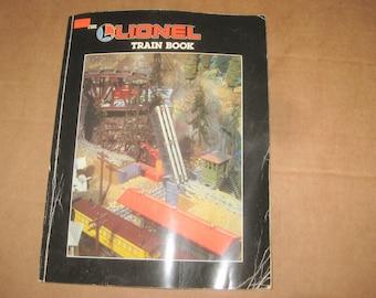 Lionel Train Book dated 1986   [c4989o]
