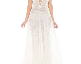 White Lace Gown Size: 4