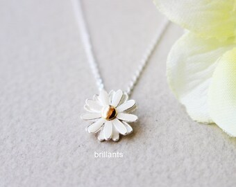Daisy pendant necklace in silver, Daisy necklace, Wedding necklace, Bridesmaid gift, Flower girl necklace, Bridesmaid necklace