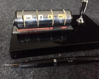 Vintage Sheaffer white dot pen black onyx perpetual desk calendar