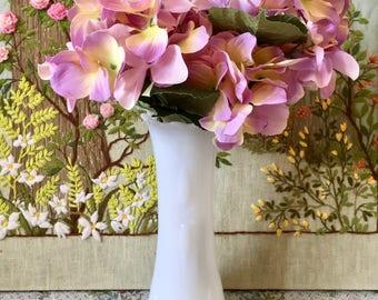 White Milk Glass Vase Vintage Vase White Vase Wedding Centerpiece Vase for Wedding Bouquet Holder Flower Vase Tall Vase Vintage Wedding Vase
