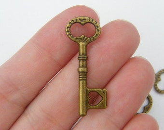8 Key pendants antique bronze tone BC94