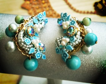 Queen's Earrings. Gorgeous climbing clip earrings in beautiful turquoise and white. Complimentary Shipping.