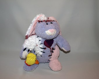 Trip (Bunny with sculpted toy)