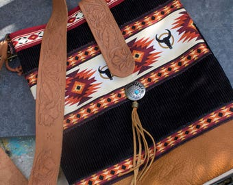 "Western Indian bag - embossed leather "" Oki """