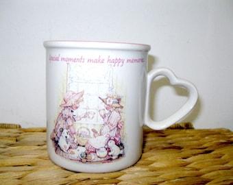 Tasse Mug en 1990 rose et blanc céramique HOLLY HOBBIE des Moments spéciaux
