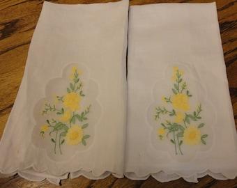 2 vintage tea towels with insert