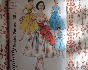 1950s Simplicity 1965 bust 35 juniors dress with sash