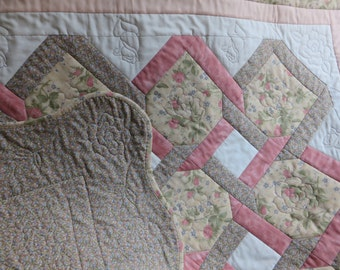 Quilted Throw  Lap Quilt  Rose throw  Quilted Wall Hanging   Quilted Table Topper Floral lap quilt  Floral Blanket  Floral throw