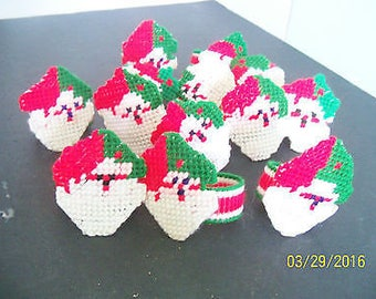 vintage christmas - napkin rings- LOT -plastic canvas- yarn- santa claus -red-white-green-kitschy-finished craft