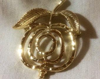 Sarah Coventry Gold Tone Vtg Apple Brooch