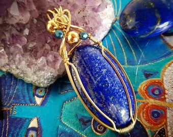 Lapis lazuli on gold copper wire