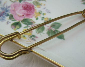 Vintage Collar Safety Pin...Gold Plated Collar Bar Stay...Mens Accessories...Wedding...Groom...Circa 1960s