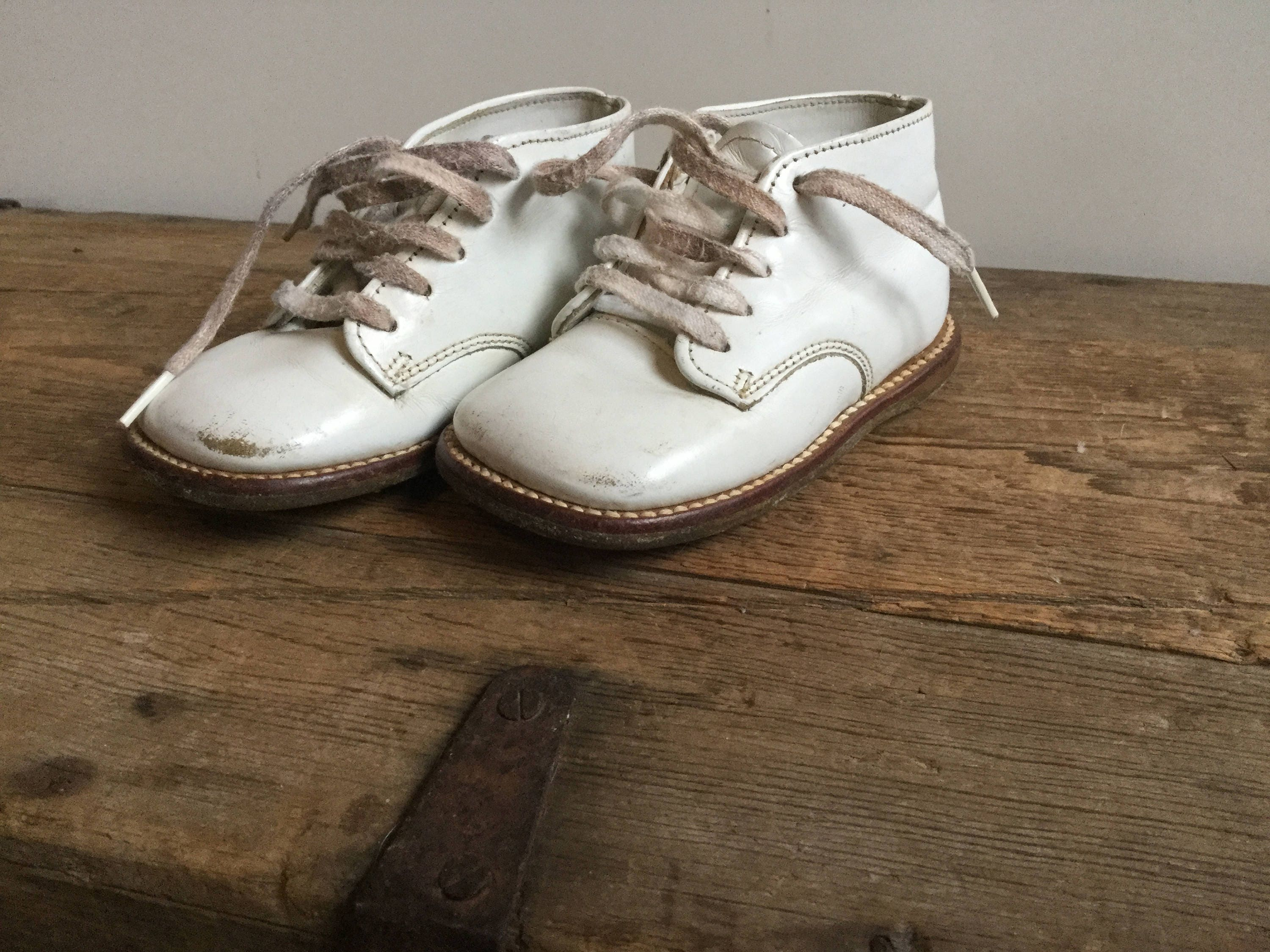 Vintage Buster Brown White Leather Baby Shoes