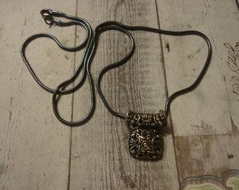 """Vintage Premier dessins Antique ton argent en filigrane pendentif sur chaîne serpent, ton Long Gunmetal 25"""""""
