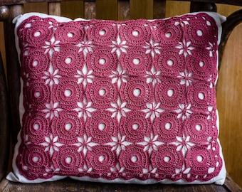 Crochet pillow in red/burgundy. Cotton pillow. Handmade pillow. Home decor pillow. Cushion crochet. Crochet pillow in red.