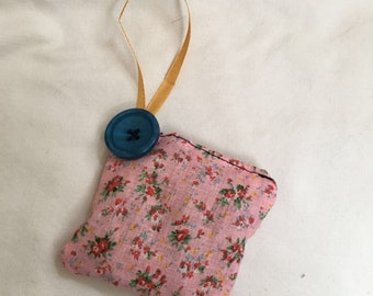 Scent pouch