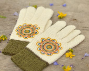 White woolen gloves with floral embroidery ( size M/L)
