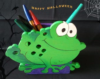 Pencil holder frog veneer against wood and acrylic paint.