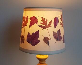Pressed flower artwork Lampshade made with real dried flowers. Drum shape - Lamp shade - Pressed flower art - Botanical lamp shade